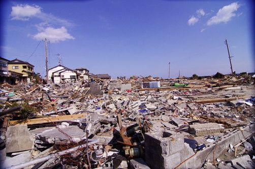 800px-Devastation_after_tsunami_in_Iwaki_2