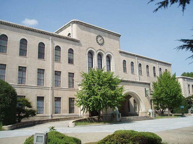 kobe800px-Kobe-Univ-Rokkodai-Honkan
