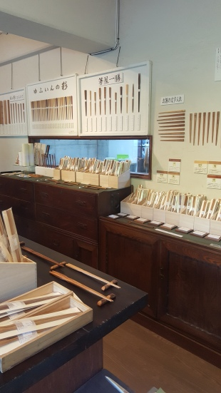 "Chopstick shop ""one pair"" (hashi-ya ichizen)"